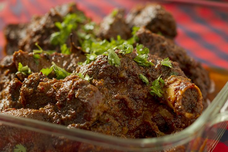 Malvani Mutton Curry is a highly popular dish throughout the Konkan region. It is similar to Murgh Malvani except that the spices are slightly different.
