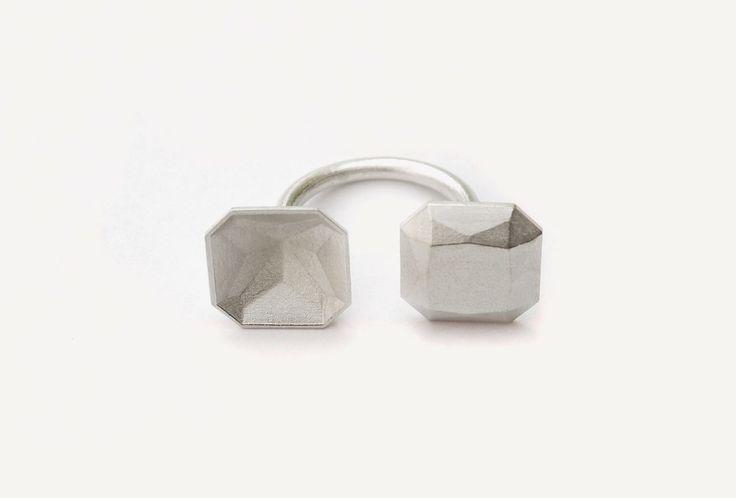 Ring Einstein eckig klein http://artaurea.de/profiles/kiss-sally/