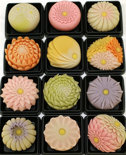 日本人のおやつ♫(^ω^) Japanese Sweets 伝統の和菓子 Wagashi. Edible Art - Japanese sweets, Chrysanthemum, from Toyama, Japan 引網香月堂