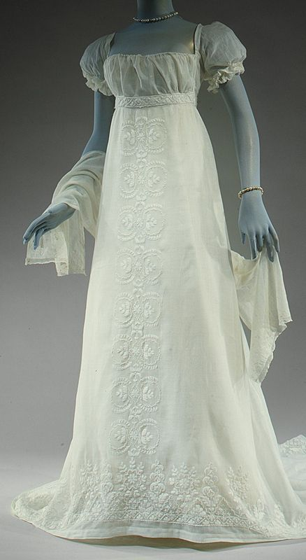 1804-05 French Evening Dress - V&A /this would make a beautiful wedding dress, without the sleeves