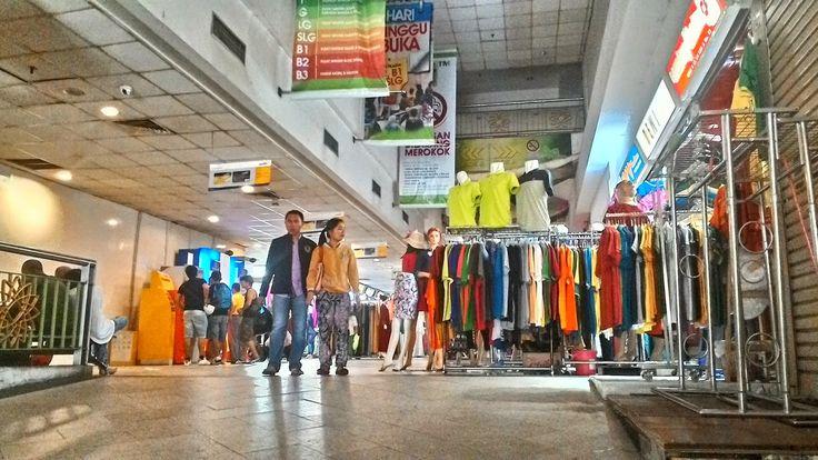 Iwan Delsu Saputra Blog: Enaknya Belanja di Tanah Abang Tanpa Berdesak-desa...