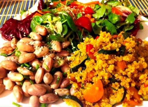 Quinoa con curcuma, carote e zucchine! fagioli freschi.... e insalata mista.