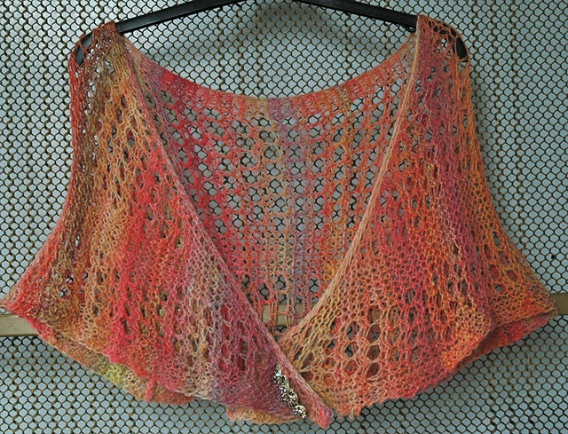 17 best images about Loom shawls on Pinterest Stitches, Ravelry and Wraps