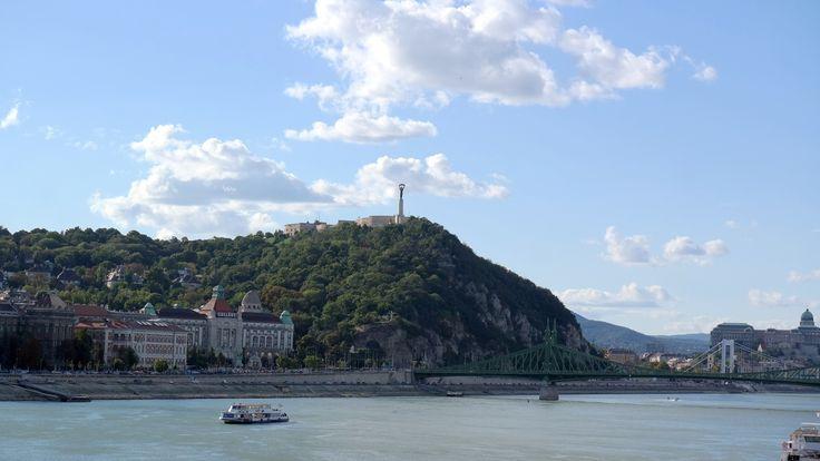 Gellért-hegy, Gellért fürdő és szálló - Duna - Szabadság-híd