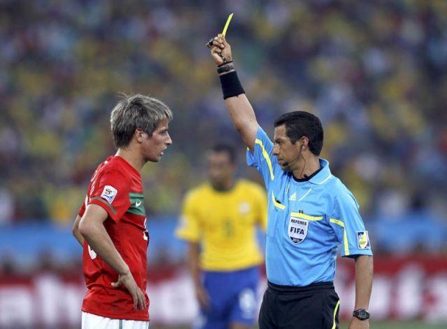 Fabio Coentrao con tarjeta amarilla