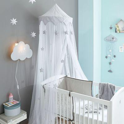 Lit bébé à barreaux bois blanc motif étoile Pastel - 131 cm - 259,90 euros. Ciel de lit enfant gris et blanc - Collection Songe - 240 cm - 29,99 euros. Maisons du monde.