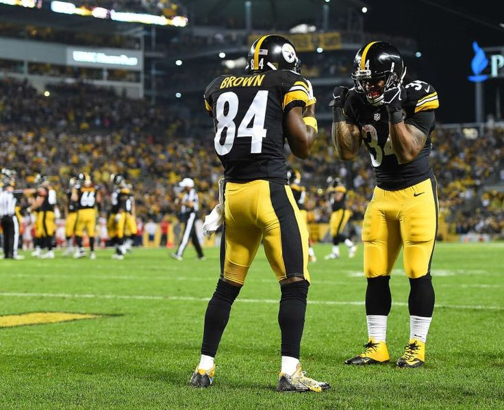STEELERS 43  -  CHIEFS 14  -     Antonio Brown of the Pittsburgh Steelers celebrates after a four-yard touchdown reception with DeAngelo Williams in the first quarter during the game against the Kansas City Chiefs at Heinz Field on Oct. 2, 2016 in Pittsburgh.