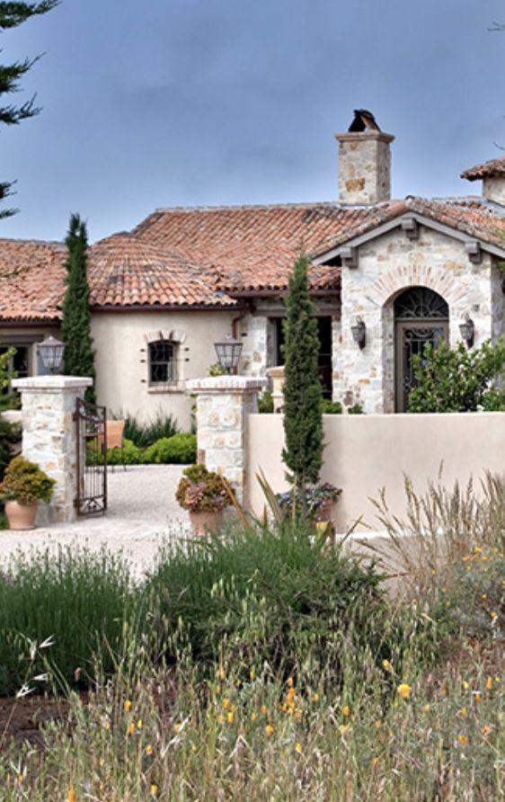 25 best ideas about stucco homes on pinterest white for Mediterranean stucco