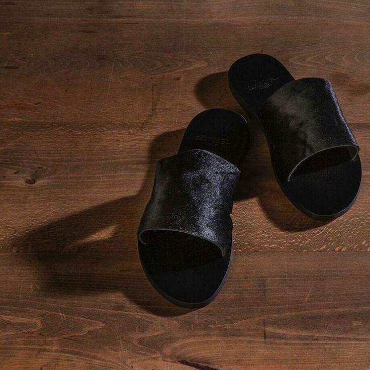City Sandals Koleksiyonu...  #demirelshoes #demirelshoes2016 #demirel90yil #demirelcitysandals #demirelterlik #demirelvtayderisi #demirelsardegna Sardegna Terlik siparişleriniz için whatsapp numaramız: 0 506 364 0143