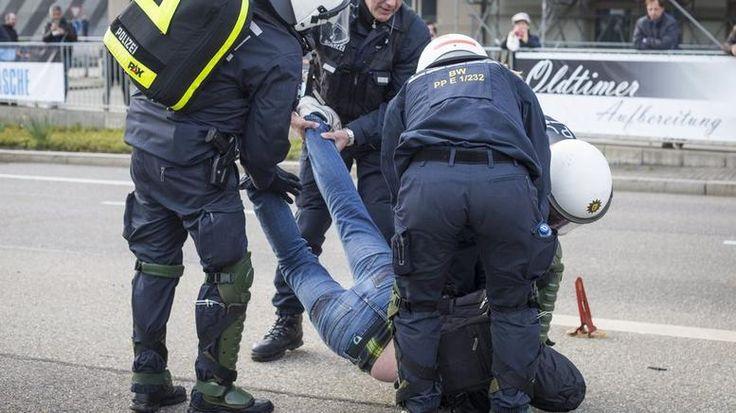 Γυαλιά-καρφιά από διαδηλωτές στη Στουτγκάρδη