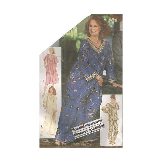 Vintage 1980s Misses Loose Fitting MuuMuu Caftan or Pajamas