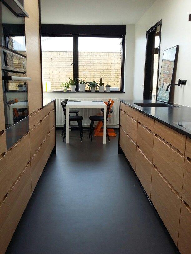HTH køkken model Seven. Natur eg. Stenbordplade. Vola amatur