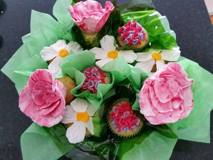 Flower fondant cupcakes