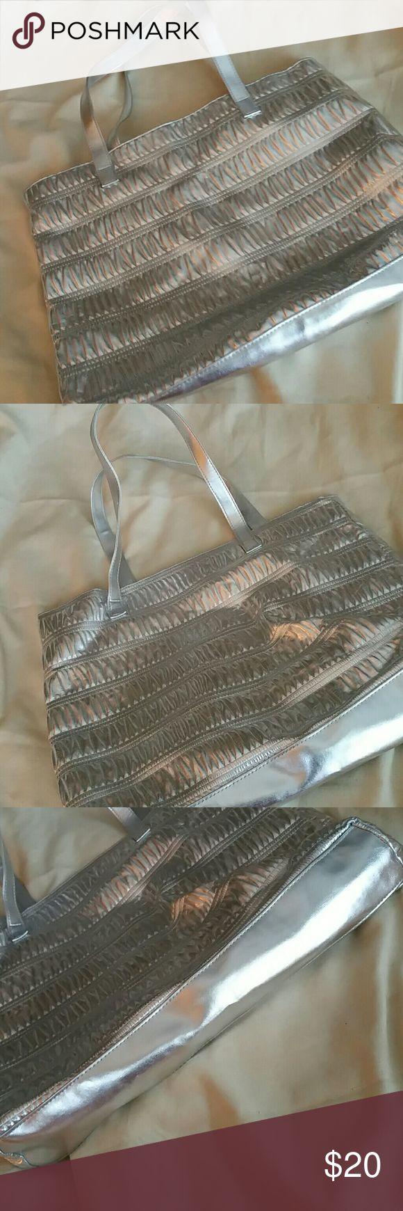 Clinque Silver Tote Bag NWOT Clinque gathered large silver tote bag. Clinique Bags Totes
