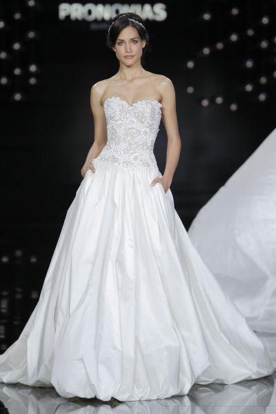 Vestidos de novia escote corazón 2017: 30 magníficos diseños que te harán soñar Image: 25