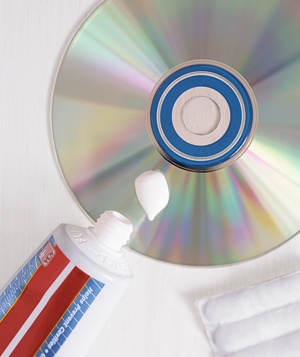 Toothpaste as CD Cleaner    To restore a damaged CD, apply a dot of non-gel formulat toothpaste to a cotton cloth and rub in a straight line from the center of the CD outward, covering any scratches. Rinse off the toothpaste with water.