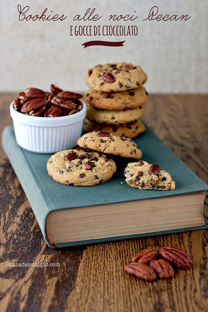 Pecan Cookies with nuts and chocolate chips (Italian, Google translate)