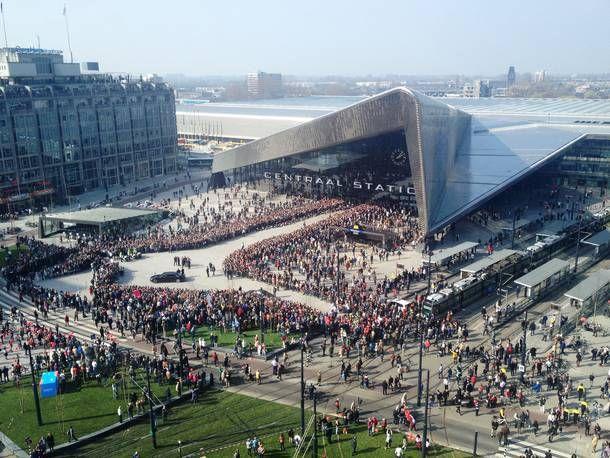 Centraal Station Rotterdam door Team CS: Benthem Crouwel, Meijer & Van Schooten en West 8 Gemeentewerken.