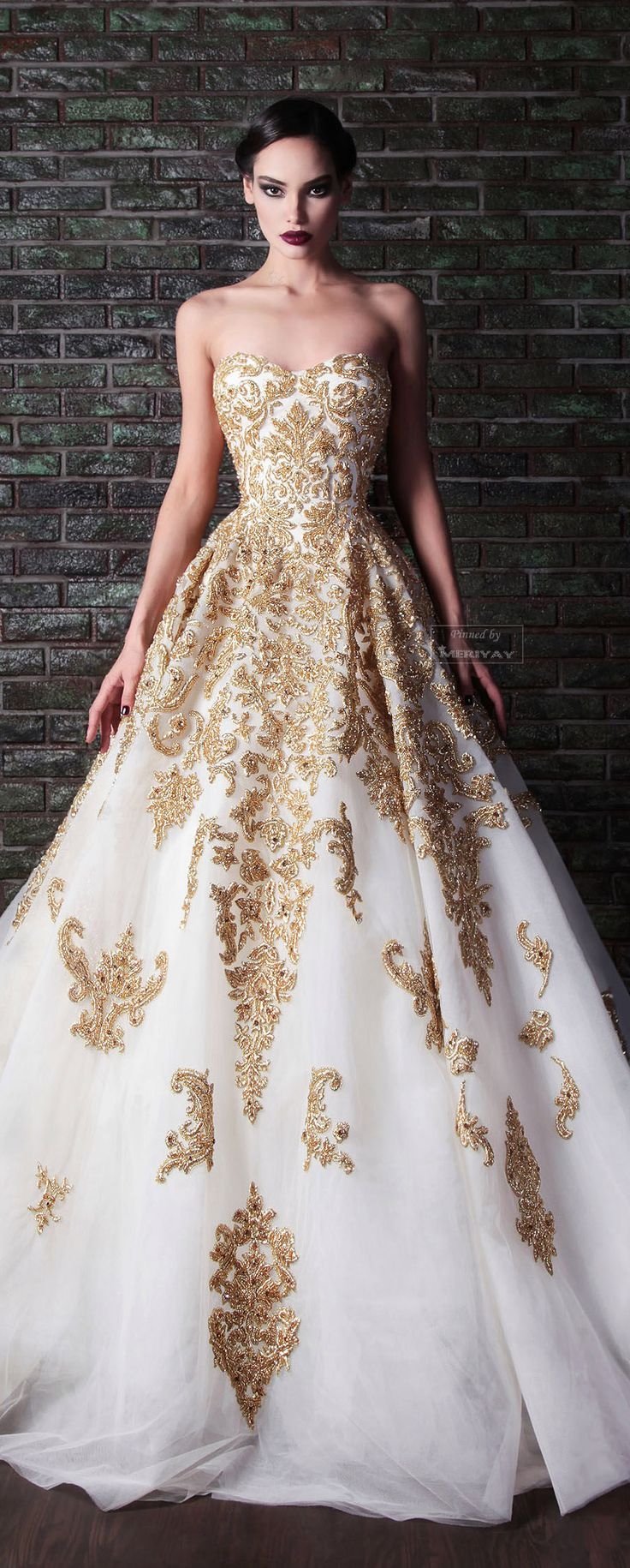 Someday when I get married my dress will have gold detailing just like this, yus