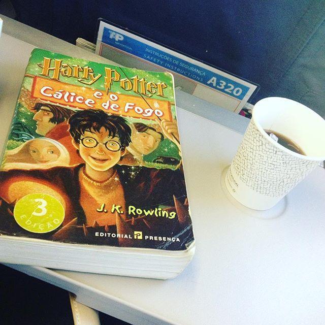 WEBSTA @ sofil88 - A minha companhia de hoje entre aeroportos e vôos 🤓☕️📖✈️....................#trip #norway #flight #voo #noruega #avião #harrypotter #harrypottereocalicedefogo #books #livroa #instabooks #iloveread #coffee #coffeeandbook #sky #céu #portugal #likeforlike #like4like #geekygirl #nerd #ler #voar