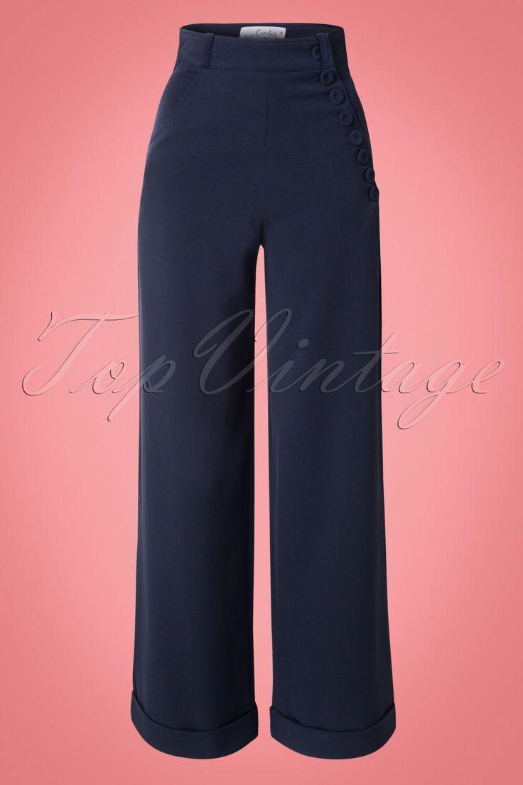 De40s Nicolette High Waisted Swing Trousersis een elegante broek in vintage jaren 40 - 50 stijl met een geweldige pasvorm!De vrouwelijke hoge taille vormt een mooi contrast met de wijde pijp en heeft een super afkledend effect, vooral als je een vollere heup / flinkere billen hebt ;-) De speelse knoopsluiting zorgt ervoor dat je rondingen prachtig uitkomen, vavavoom! Uitgevoerd in een donkerblauwe viscosemix met een lichte stretch voor een mooie pasvorm. Ideaal voor n...