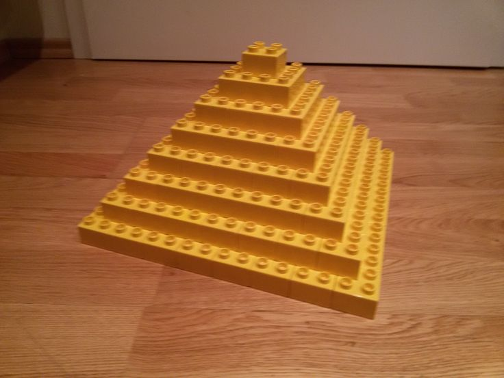 hier siehst du eine pyramide aus lego duplo diese und weitere bauideen gibt es auf brickaddict. Black Bedroom Furniture Sets. Home Design Ideas