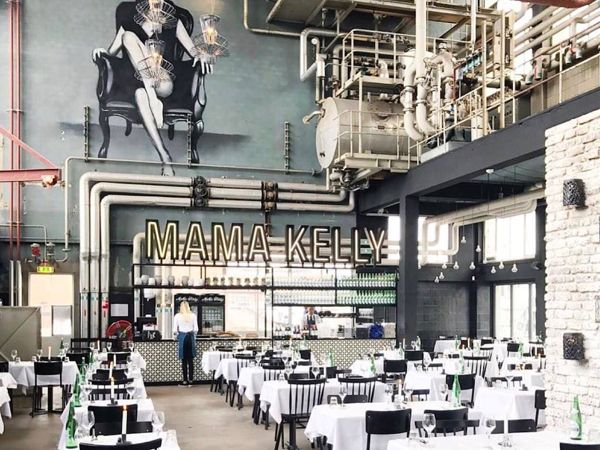 MaMa Kelly Amsterdam is the place where you can get the best chicken and lobster in Amsterdam South, Olympic Stadium. You want to go here with your lover!