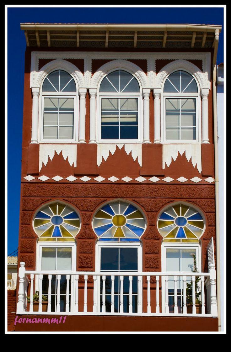 ..... FOTOGRAFIAS PERSONALES ..... http://misfotografiasdelavida.blogspot.com.es/2014/02/792014-la-ventana-indiscreta.html   La fotografía urbana busca crear imágenes más impactantes mostrando, contrastes entre zonas iluminadas o sombrías, patrones determinados creados por el hombre.
