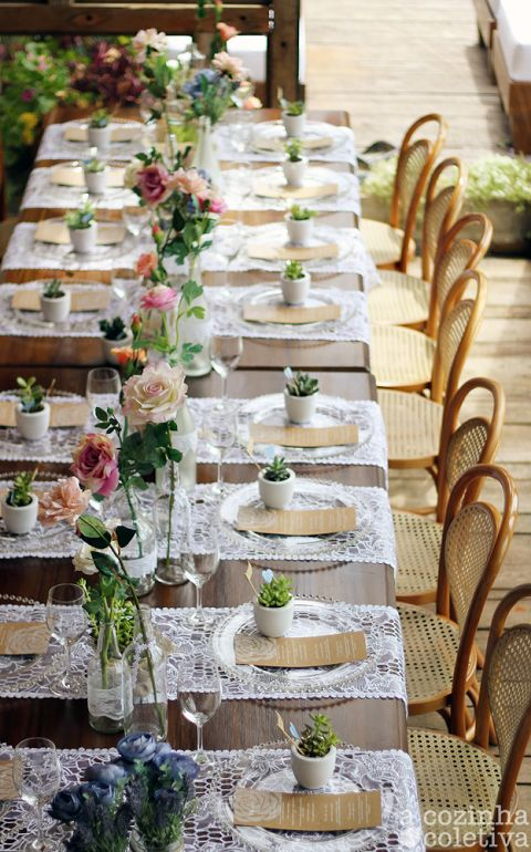 Wedding dinner table, simple and delicate
