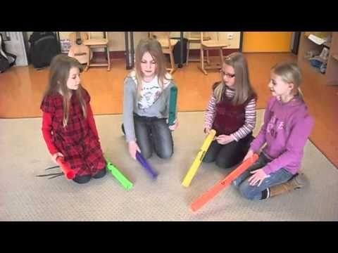 leen de boomwhackers bij Piet en oefen samen met de klas ▶ Grade 4 Boomwhackers - YouTube