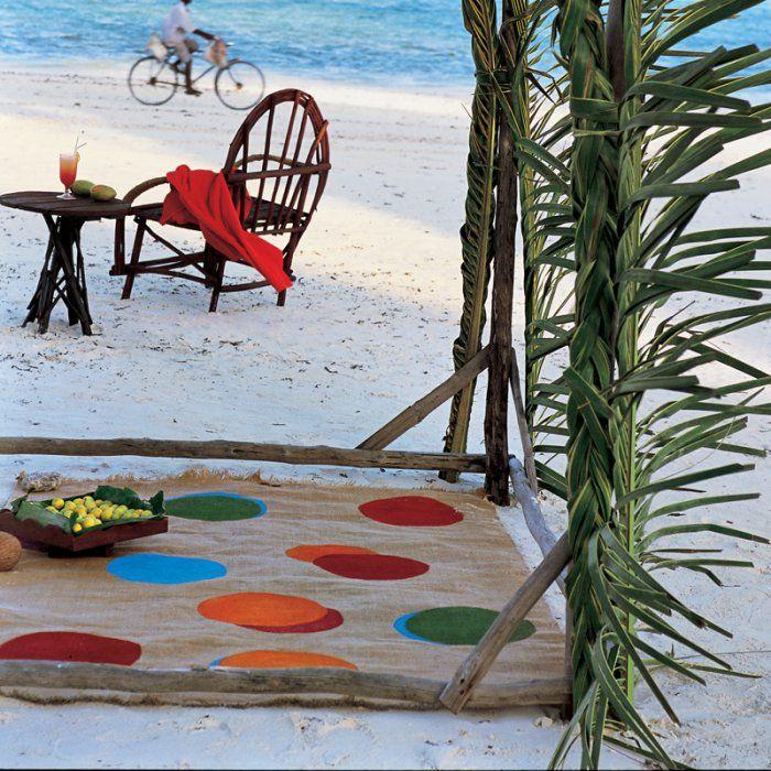 Un tapis en toile de jute peinte