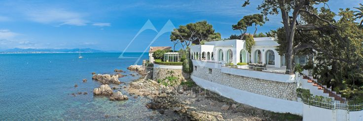 #Rent #CapDAntibes #Waterfront #Seaview #LuxuryRealEstate #FrenchRiviera  Michaël Zingraf Real Estate Christie's brings to you a rare opportunity for rent available for the 2017 summer season! This villa of about 470 sqm offers all luxurious amenities for a pleasant stay on the French Riviera. Among them, a private access to the sea, a large seafront heated swimming pool, an independent caretaker's apartment, 3 parking spaces and a charming landscaped land.  Full story here…