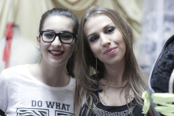 """Selfie d'@Emmymakeuppro & Horia de la chaine Youtube """"Unmondeauféminin"""" lors du tournage d'une vidéo à venir très bientôt sur la chaîne #RoseCarpet"""