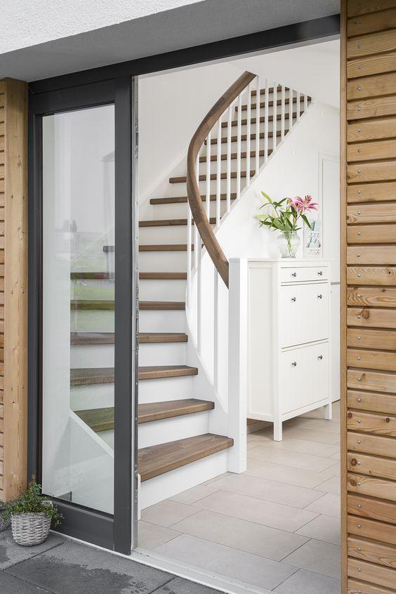 die besten 25 treppenaufgang ideen auf pinterest stiegen treppen und langer flur beleuchtung. Black Bedroom Furniture Sets. Home Design Ideas