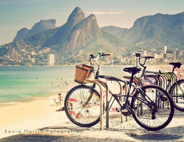 Wanderlust Wednesday : Daydreaming of a long bicycle ride through Rio de Janeiro... {Bicis en Rio de Janeiro - by Soniaif}