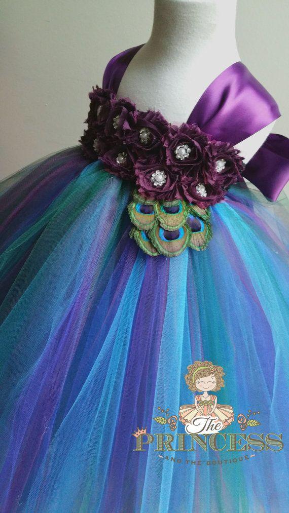 Die Prinzessin und der Boutique Willkommen!  Wenn Sie nicht alles sehen in dieser Liste bitte gewünschte zögern Sie nicht mich zu kontaktieren, die Design-Optionen auf diese Kleider sind endlos. Ich liebe Sonderanfertigungen und würde gerne helfen, das perfekte Kleid für Ihre Prinzessin zu entwerfen.    Dieses Tutu Kleid ist mit Türkis, Königsblau, Auberginen und grüne Jäger Tüll gefertigt. Mit einer Stretch Schwarz Spitze verziert mit zwei Reihen von Auberginen Chiffton rose Blumen mit…