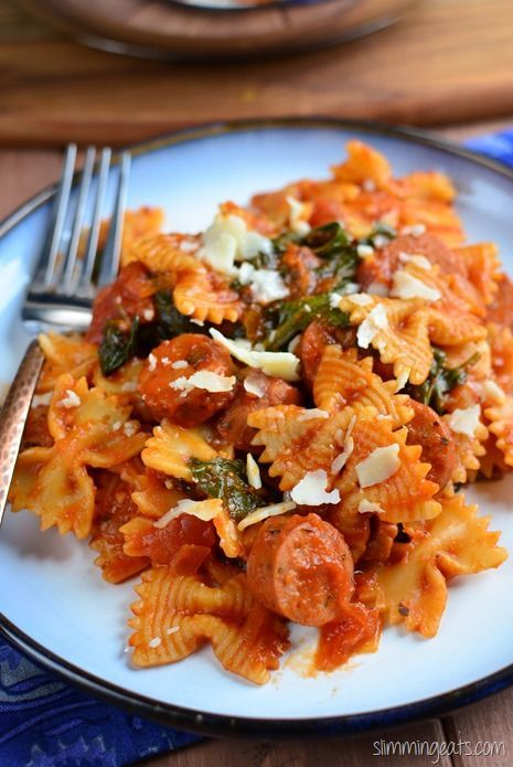 Slimming Eats Sausage, Tomato and Spinach Pasta - gluten free, dairy free…