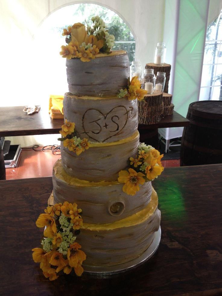 immense gâteauimmitation de bois  pour un mariage rustic-chic