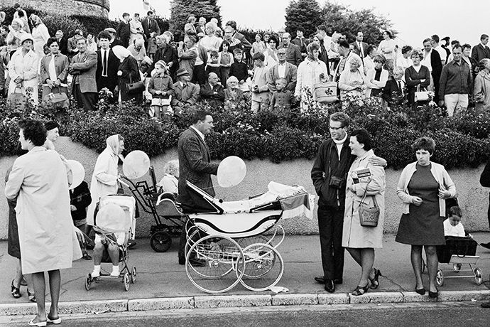Credit: Tony Ray-Jones/National Media Museum Clacton Parade, 1967