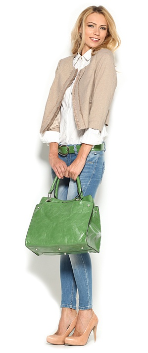 green bag, nude heels, skinny jeans, white button up shirt, tan jacket