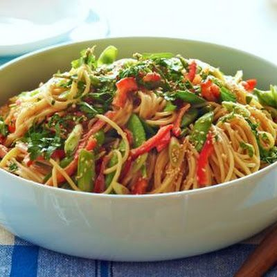 Crunchy Noodle Salad courtesy of Ina Garten @keyingredient #honey #peanutbutter