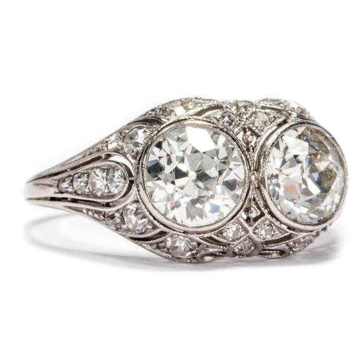 Mehr ist mehr! - Reich ausgestatteter Art Déco Platin Ring mit 2,61 ct Altschliff Diamanten von Hofer Antikschmuck aus Berlin // #hoferantikschmuck #antik #schmuck #antique #jewellery #jewelry