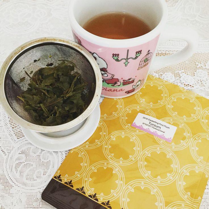 Silverpot 2016年ダージリンファーストフラッシュ タルザム茶園 Flowery Clonal。ブレンドで使われることが多く、流行遅れになった品種を使用している。それも名園の手にかかると一味違った傑作になる。ファーストフラッシュとは思えないキリッと引き締まった味わいと、甘やかかつ芳醇な香り。何も言われなかったら、間違いなく別の紅茶と勘違いする。とても新鮮な驚きをもらった。※本来は写真より水色がもっと薄い