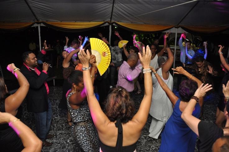 dansen bij het Surinaamsch Rumhuis