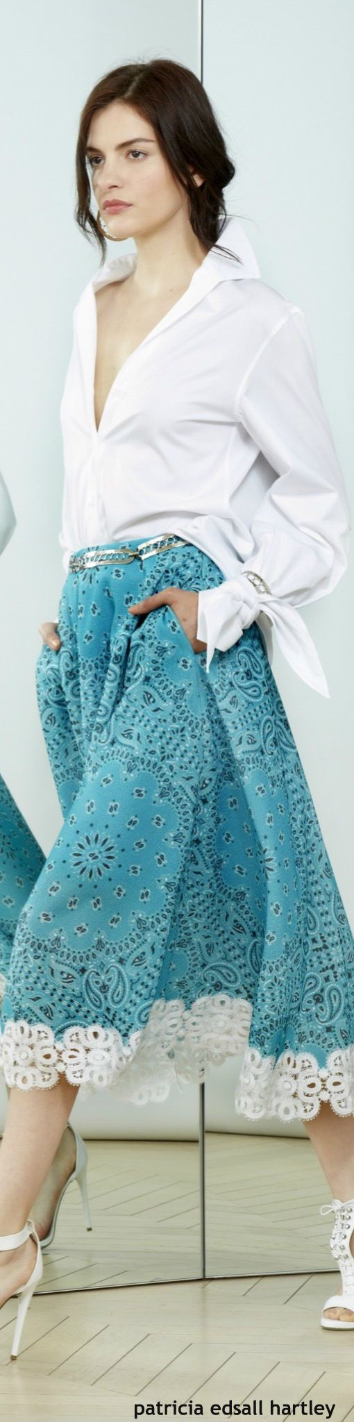 Alexis Mabille Resort 2016 I always love teal - this lacy skirt is so cute, with pockets too!