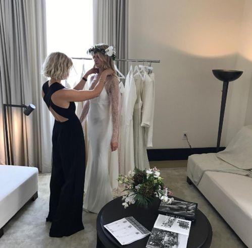 La collection de robes de mariée de Savannah Miller, la soeur de Sienna Miller Avalon's song   Vogue
