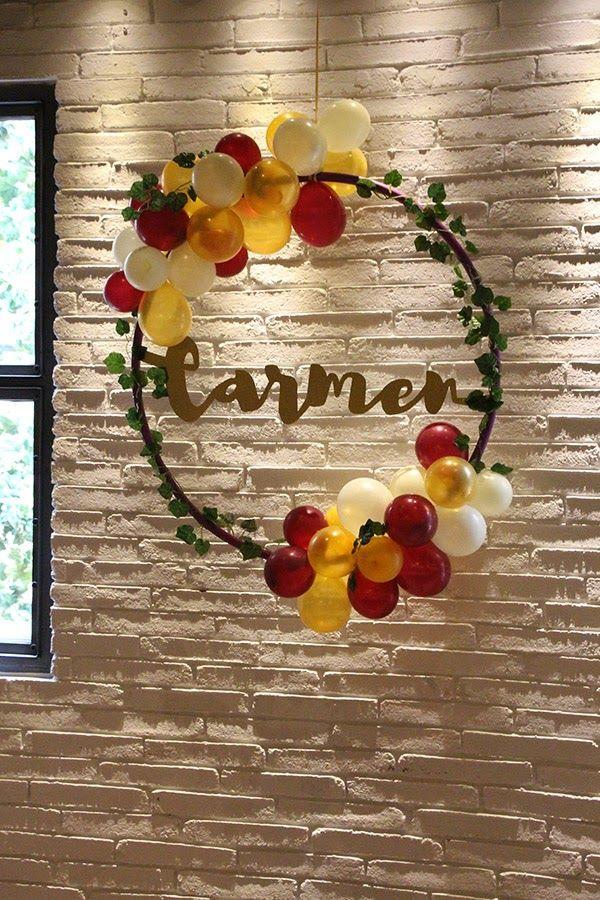 Me he unido a la preciosa tendencia de las coronas decoradas, es que no pueden ser más bonitas!!!. Internet está lleno de aros decorados co...