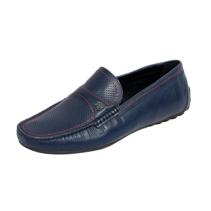 Loafers, have one advantage – Well, they are always trending. Other than being super comfy, they allow you to move in style, dress up fashionably, and if nothing, then a perfect confidante to your sartorial elegance.