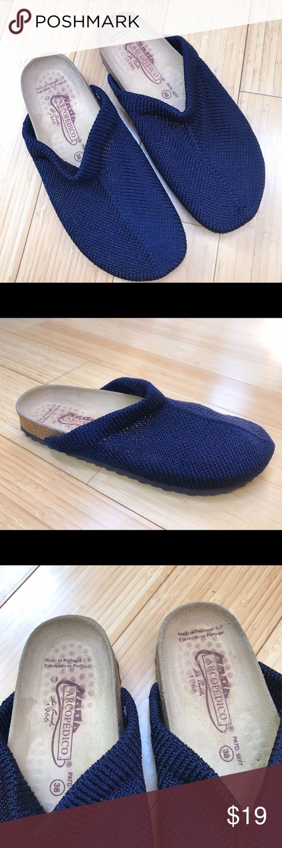ARCOPEDICO slides shoe/clogs, 38 7.5, 8. Very cute navy blue Arcopedico slides, sz 38 or 7.5/8.  Only very lightly used. However the previous owner put in a foot insert for the toes, still present. Otherwise very good and the outsides show almost no wear. Arcopedico Shoes Mules & Clogs