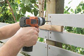 horizontal fencing diy --- Attach boards